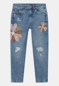 Marks & Spencer London - PATCHWORK  - Relaxed fit jeans - light denim - 0