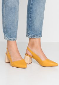 co wren wide fit - Classic heels - mustard - 0