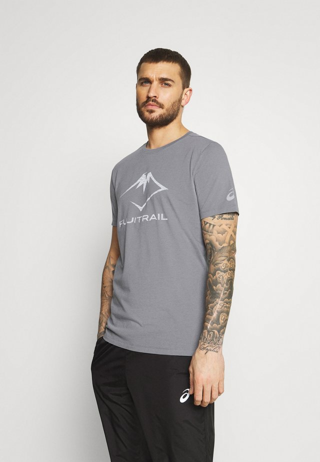 FUJI TRAIL TEA - Print T-shirt - graphite grey
