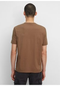Marc O'Polo - IN HEAVY QUALITÄT - Print T-shirt - melted chocolate - 2