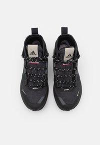 adidas Performance - TERREX TRAILMAKER MID GORE-TEX - Hiking shoes - grey six/core black/purple tint - 3
