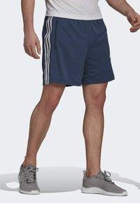 adidas Performance - DESIGNED TO MOVE SPORT 3-STREIFEN  - Pantalón corto de deporte - blue - 2