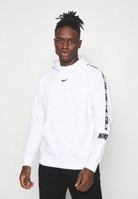 Nike Sportswear - REPEAT HOOD - Sweatshirt - white/black - 0