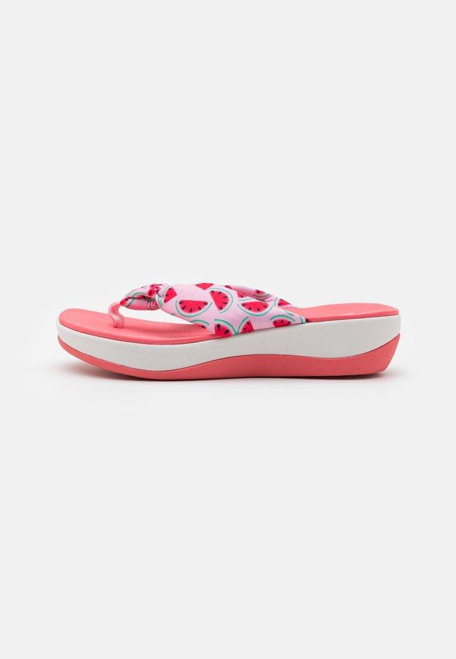 ARLA GLISON - T-bar sandals - blush interest