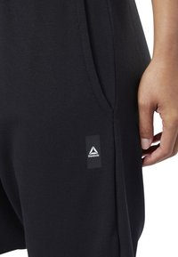 Reebok - COMBAT STRIKER PANTS - Shorts - black - 5