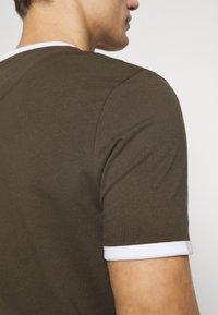 Lyle & Scott - RINGER TEE - Basic T-shirt - trek green/white - 4