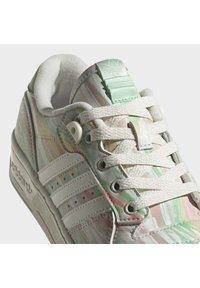 adidas Originals - RIVALRY - Trainers - chalk white chalk white frozen green - 12