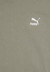 Puma - CLASSICS EMBRO TEE - Print T-shirt - vetiver - 2