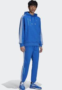 adidas Originals - NINJA PANT UNISEX - Tracksuit bottoms - blue - 0