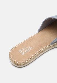 Bullboxer - Mules - pastel blue - 5