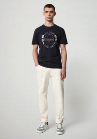Napapijri - SALYA - Print T-shirt - blu marine - 1