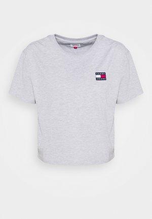 BADGE TEE - Camiseta básica - silver grey heather