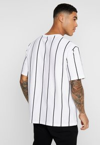 Topman - STRIPE SIGNATURE TEE - T-shirt con stampa - white - 2