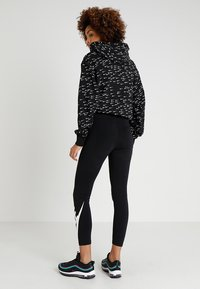 Nike Sportswear - NSW LEGASEE 7/8 FUTURA - Leggings - black/white - 2