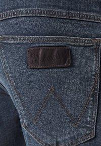 Wrangler - BRYSON - Jeansy Skinny Fit - sling shot - 3
