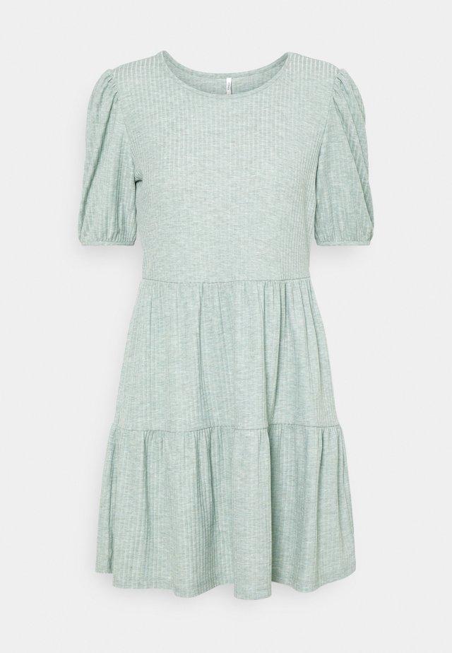 ONLNELLA SHORT DRESS  - Hverdagskjoler - chinois green