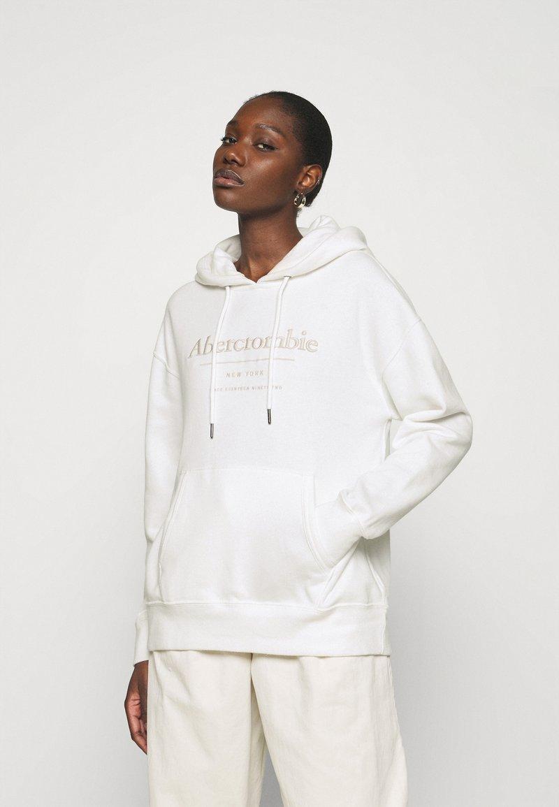 Abercrombie & Fitch - LOGO POPOVER - Sweatshirt - white