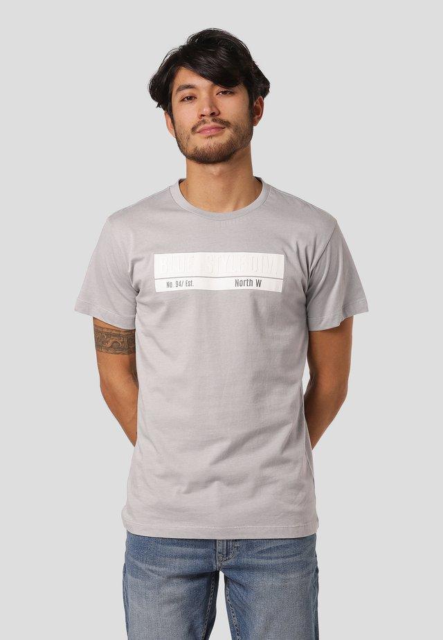 LEYLAND  - T-shirts med print - grey