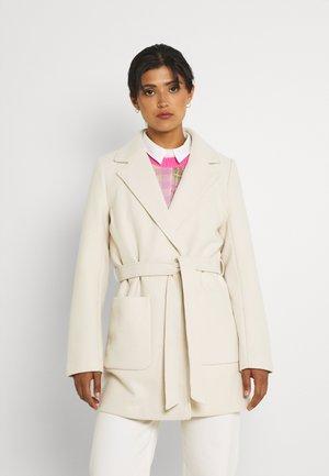 VICATTY BELTED COLLAR COAT - Short coat - birch