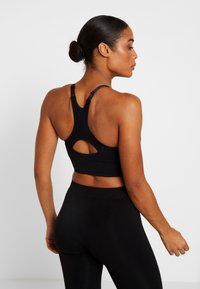Hunkemöller - THE COMFORT STRAPPY - Sports bra - black - 2