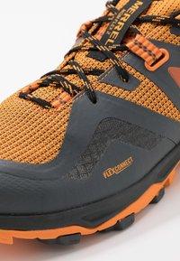 Merrell - MQM FLEX 2 GTX - Obuwie hikingowe - orange - 5