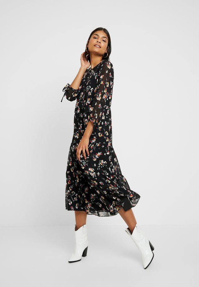 TIERED BUTTON FRONT MIDI DRESS - Sukienka letnia - pom pom floral true black