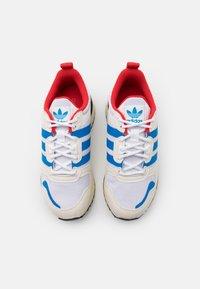 adidas Originals - ZX 700 HD UNISEX - Sneakersy niskie - footwear white/chalk white/core black - 3
