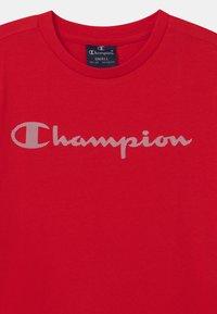 Champion - LEGACY AMERICAN CLASSICS CREWNECK UNISEX - Print T-shirt - red - 2