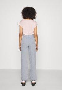 Weekday - ALLANIT SKEW TROUSERS - Trousers - denim as hanger - 2