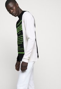 Versace Jeans Couture - Jumper - black/neon green/off-white - 5