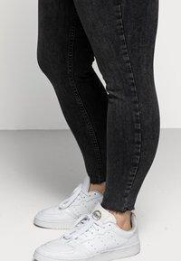 Pieces Curve - PCDELLY - Jeans Skinny Fit - dark grey denim - 4