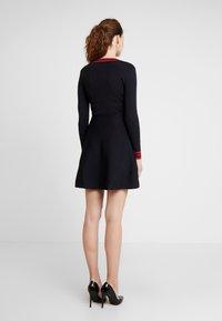Morgan - Stickad klänning - marine/lisptick - 3