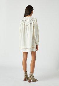 PULL&BEAR - Korte jurk - white - 2