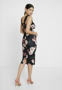 WAL G PETITE - FLORAL RUFFLE DRESS - Shift dress - black