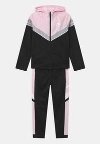 black/pink foam/white