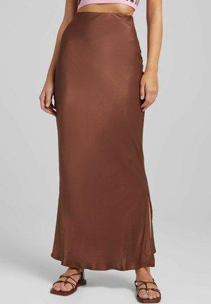 MIT SEITLICHEN  - Maxi skirt - brown