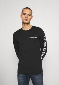 Calvin Klein Jeans - ESSENTIAL INSTIT TEE UNISEX - Long sleeved top - black - 0