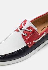 Brett & Sons - Buty żeglarskie - oslo marine/blanc/rouge - 5