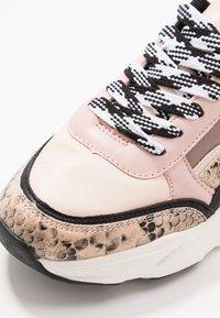 Miss Selfridge - TIGER - Sneakers - nude - 2