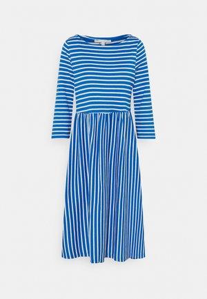 STRIPED DRESS - Jerseyjurk - mid blue