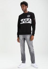 Alpha Industries - NASA INLAY  - Sudadera - black - 1