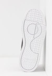 adidas Originals - SUPERCOURT - Trainers - core black/footwear white - 5