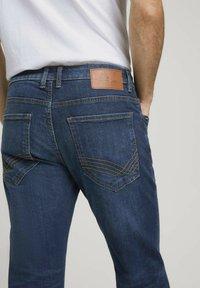 TOM TAILOR - TAVIS REGULAR  - Straight leg jeans - dark stone wash denim - 5