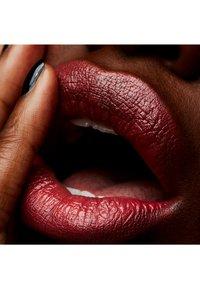 MAC - CREMESHEEN LIPSTICK - Lipstick - crosswires - 1