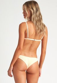 Billabong - UNDER THE SUN - Bikini top - neon peach - 1