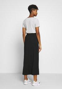Vero Moda - VMAVA ANCLE SKIRT  - Maxi sukně - black - 2