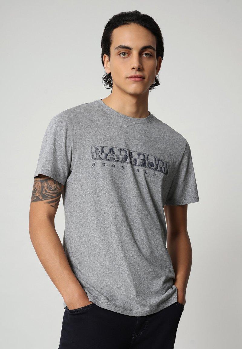 Napapijri - SALLAR - Print T-shirt - medium grey melange