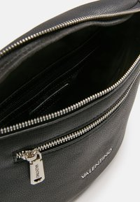 Valentino Bags - BRONN - Ledvinka - black - 3