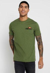 Ellesse - VOODOO - T-shirt imprimé - dark green - 0