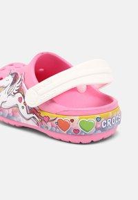 Crocs - FL UNICORN LIGHTS - Mules - pink lemonade - 4
